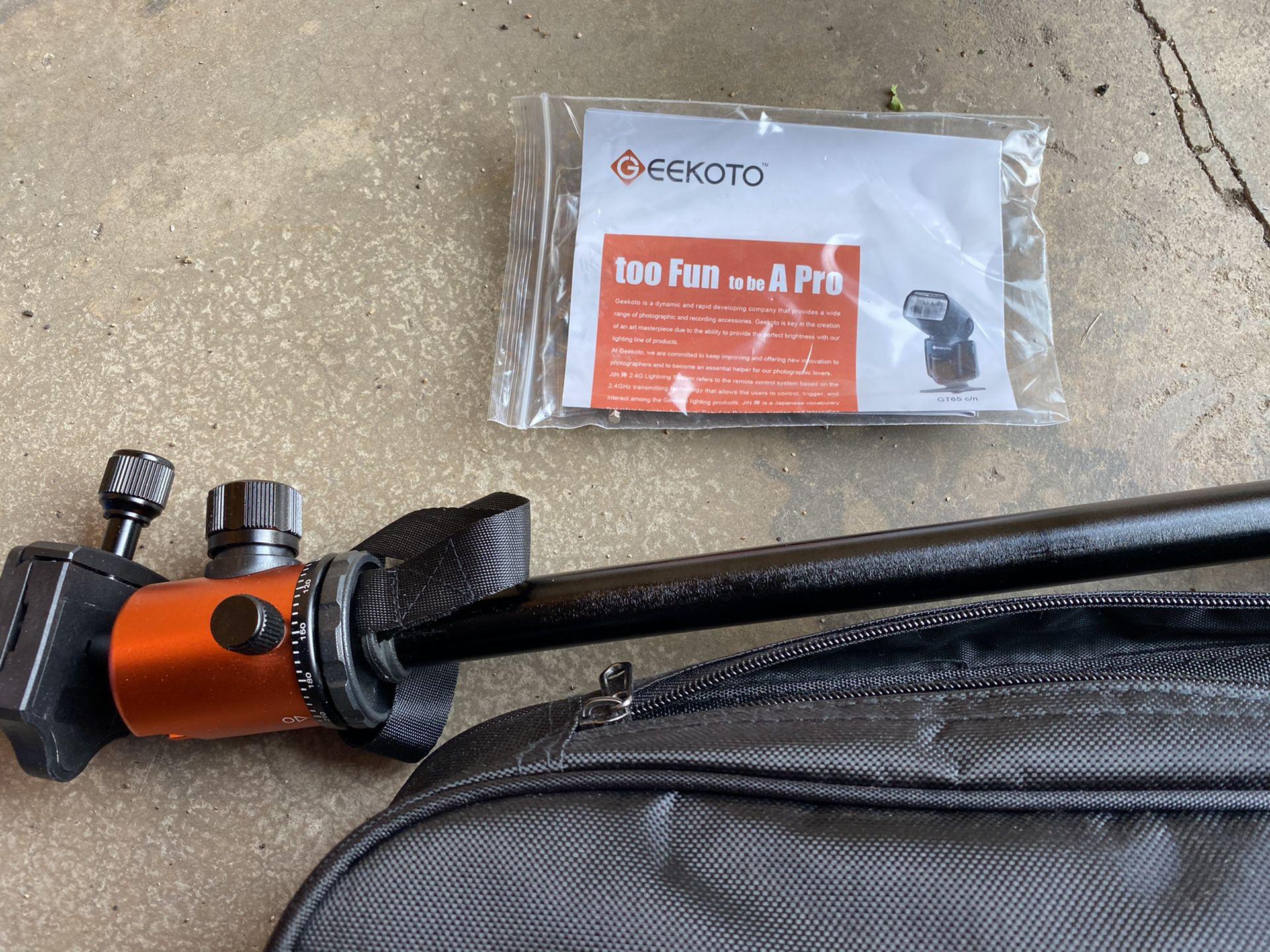 Geekoto dslr tripod and case