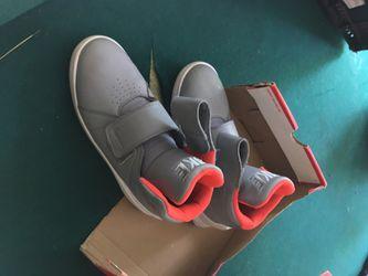 Nike size 7 Thumbnail