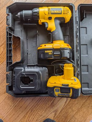 Photo Dewalt 18v cordless drill two batteries and charger