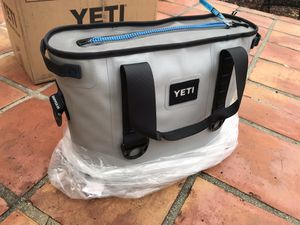 YETI COOLER (Brand New!) for Sale in Los Angeles, CA