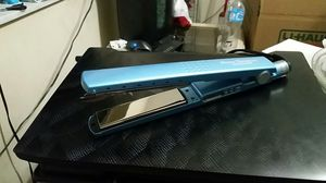 Babyliss PRO flat iron for Sale in Orlando, FL