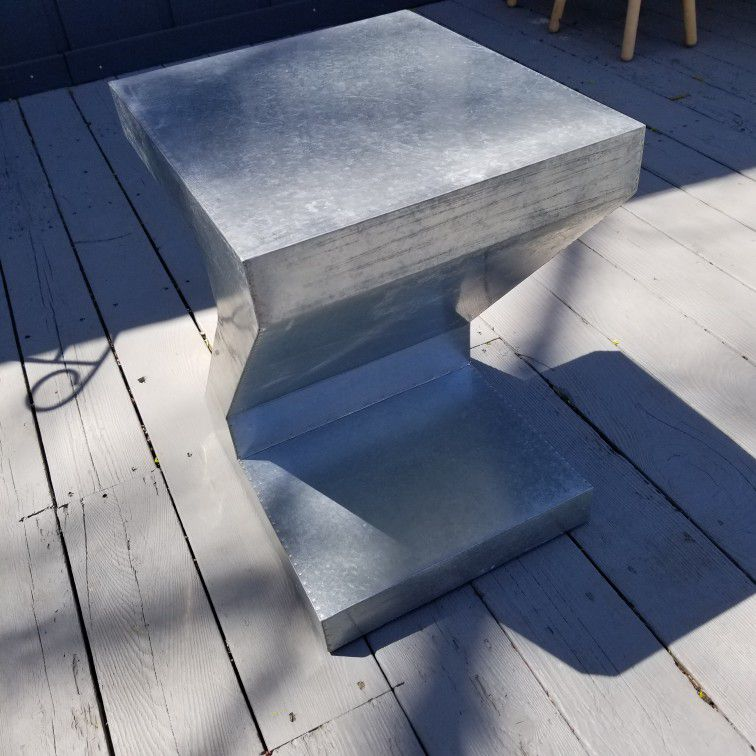 Metal Z  shape Accent Table