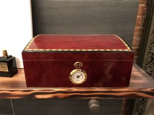 CIGAR HUMIDOR for Sale in New York, NY