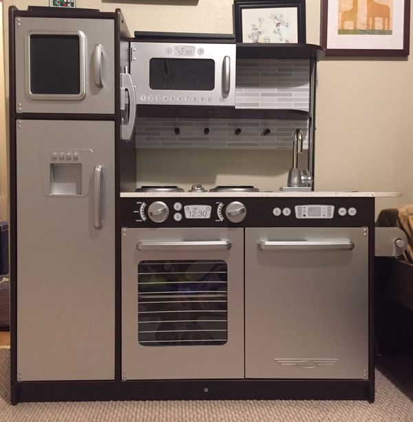 KidKraft Uptown Espresso Kitchen with play food and accessories for Sale in  San Bruno, CA - OfferUp