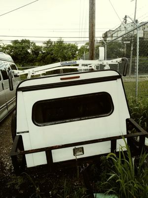 A.R.E. Utility 8 foot cap with a Prime Design Aluminum Ladder Racks for Sale in Columbus, OH