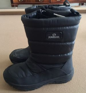 Boys Size 2 Winter Boots for Sale in Houston, TX