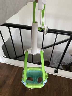 Photo Baby bouncer door frame