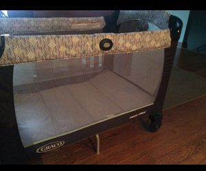 Photo Portable baby crib.