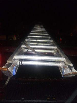 Photo D500-2 Werner 40 ft industrial extension ladder