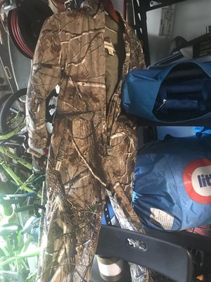 Kids Hunting suit size M for Sale in Woodbridge, VA