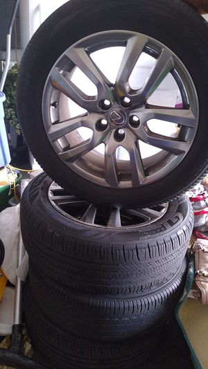 Photo A set of Lexus rims and tires