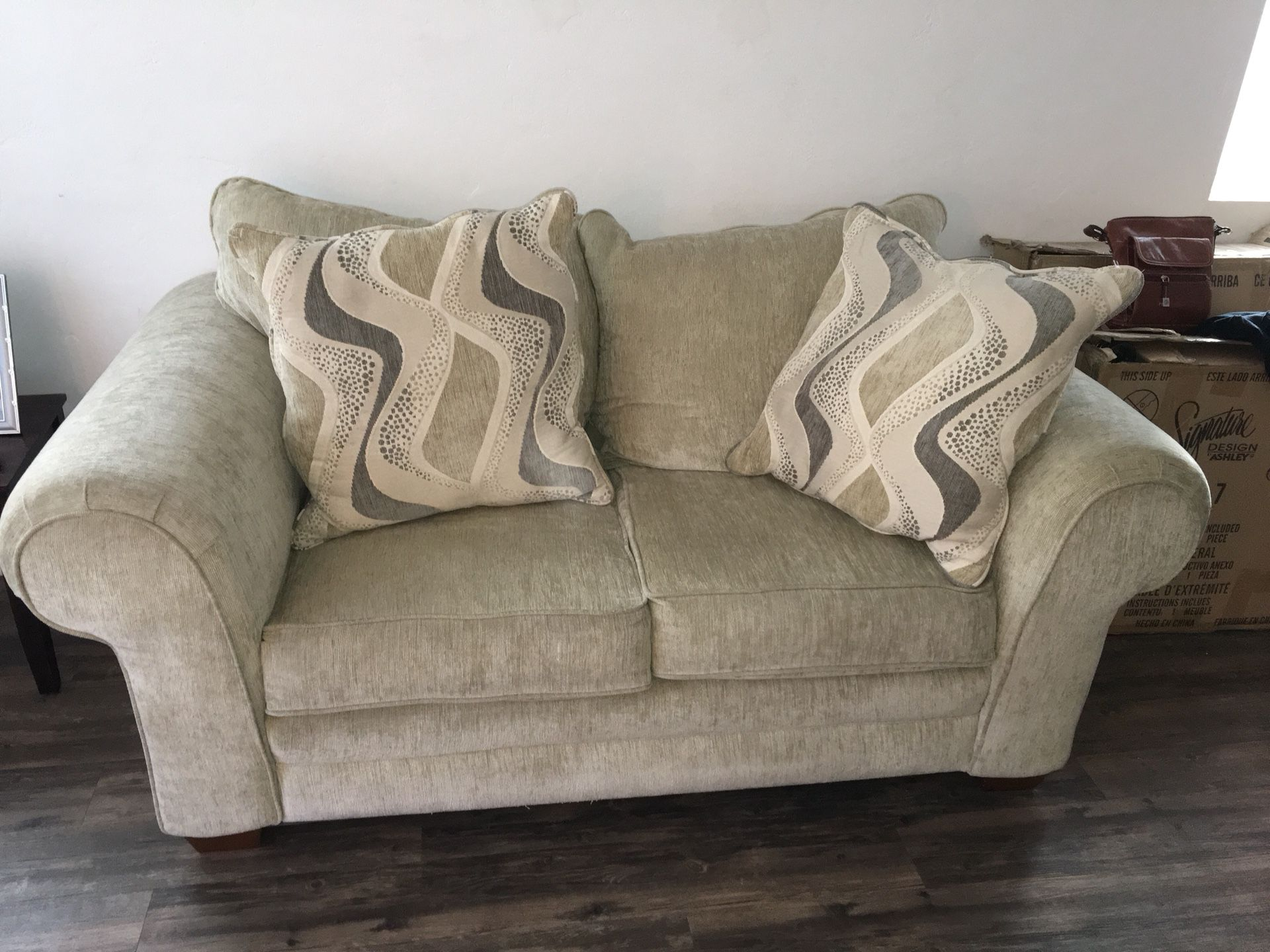 2 beautiful Cream colored couches
