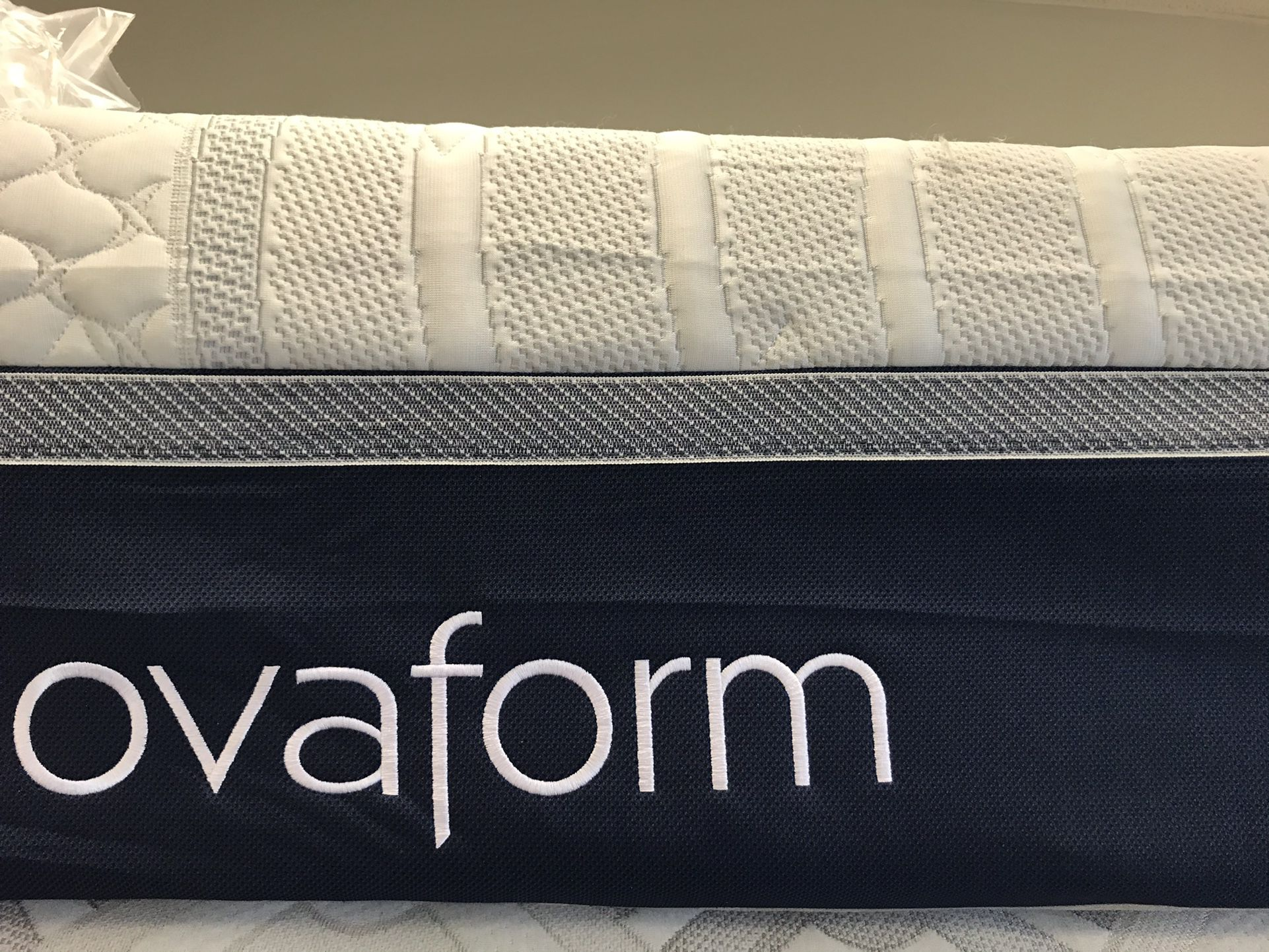 King 14 Inch NOVAFORM cool Gel Memory Foam mattress $375 Can Deliver