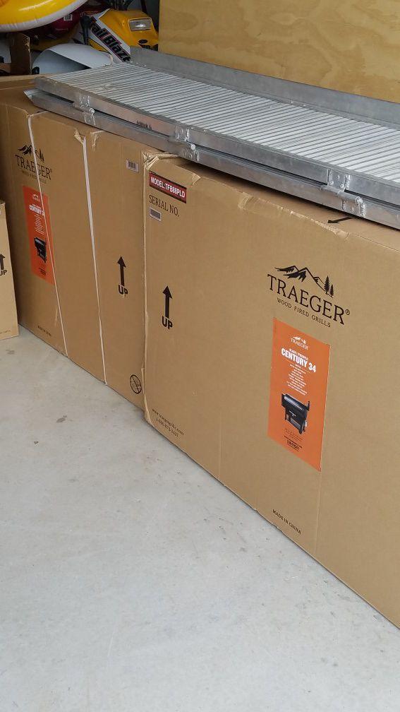 Traeger century 34 for Sale in Desert Hot Springs, CA - OfferUp