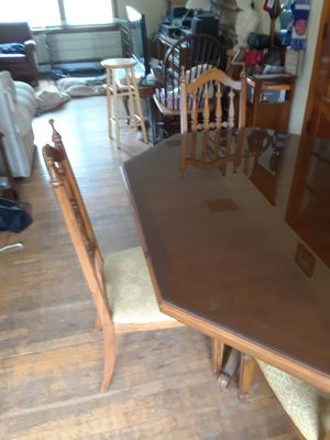 Very nice antique table and chairs for Sale in Hamilton, VA