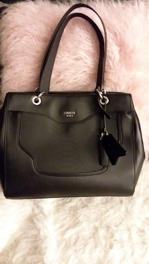 GUESS CENTURY LOS ANGELES PURSE for Sale in Anaheim 69b47b5365867