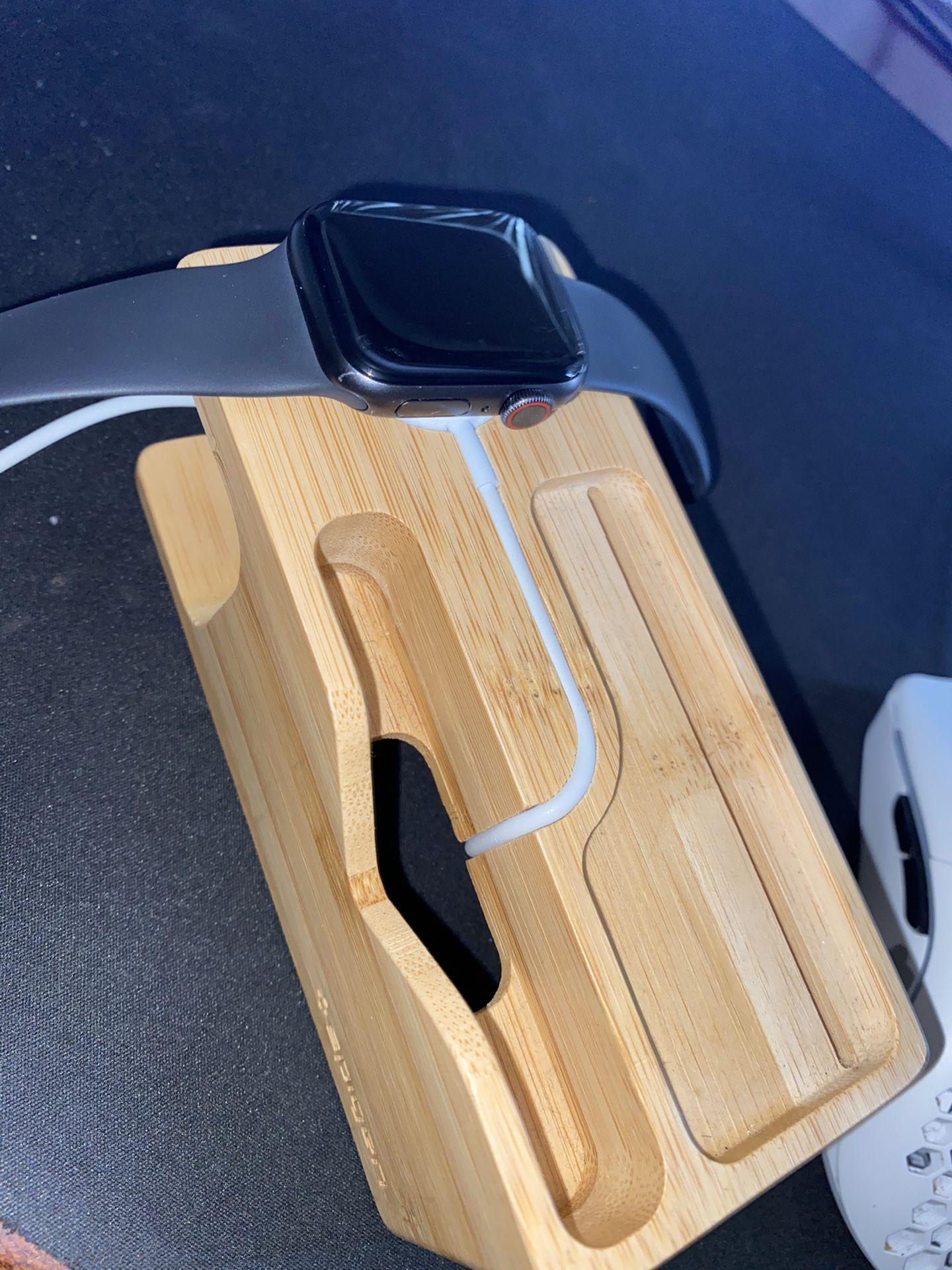 Apple Watch Series 5 Cellular Model 40mm
