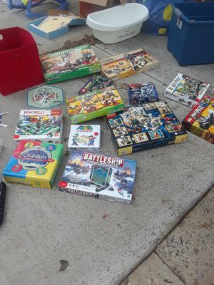 LOTS OF LEGOS !! YARD SALE IN GERMANTOWN TIL 6PM TODAY EVERYTHING NEEDS TO GO for Sale in Gaithersburg, MD