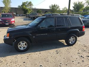 1998 Jeep Grand Cherokee 200k Hwy miles runs and drives!!!! for Sale in Hillcrest Heights, MD