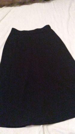 una falda negra talla M para mujer Thumbnail