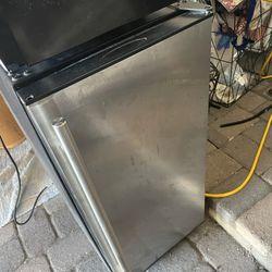 Mini refrigerator dorm room Clairemont Mesa Thumbnail