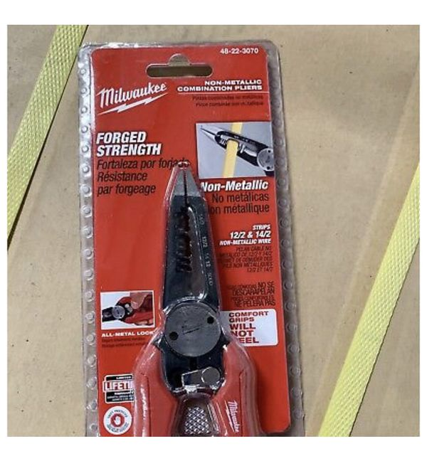 1 Pair Of Milwaukee Combination Wire Pliers For Romex Wire 48-22-3070