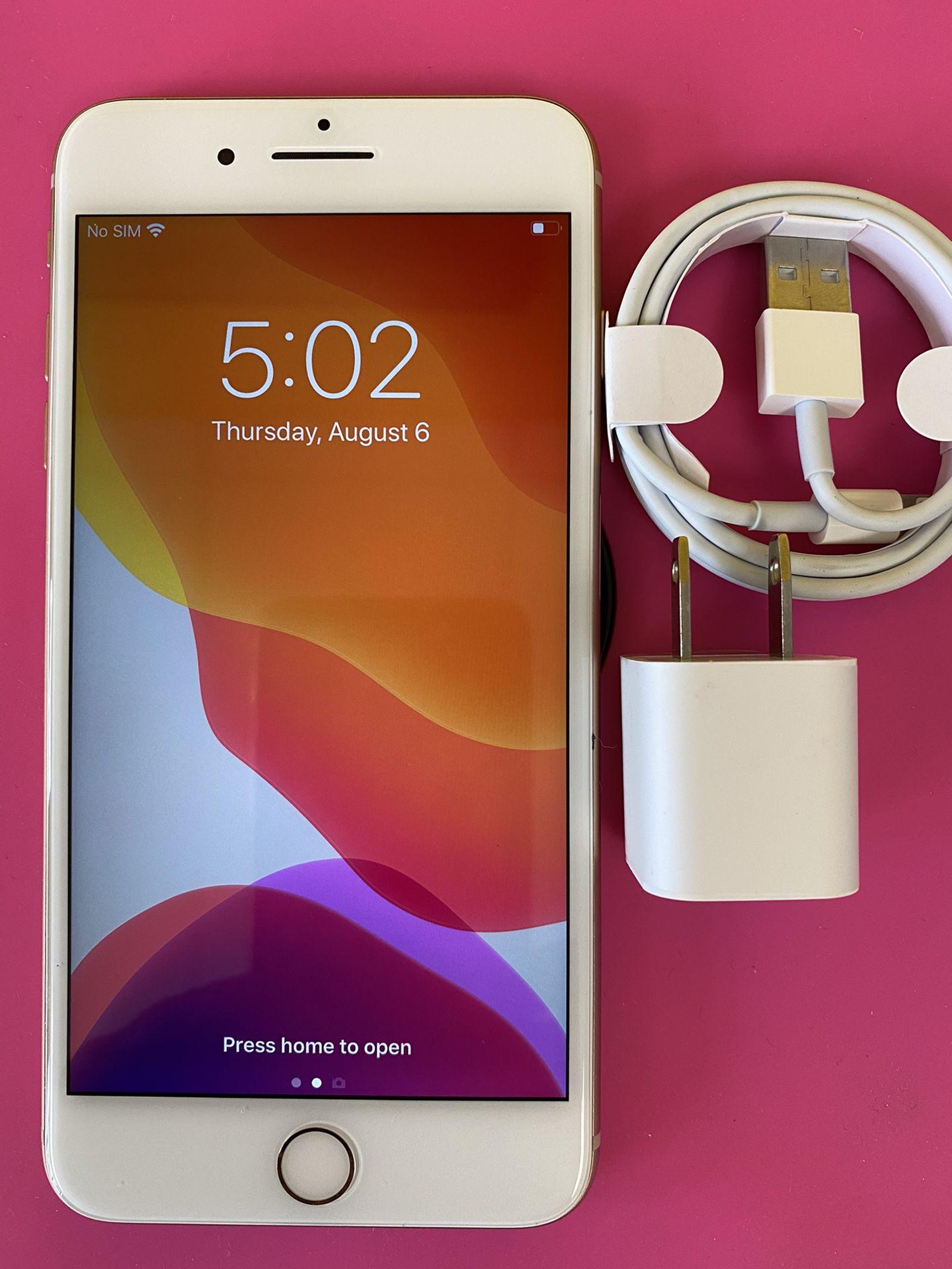 Factory unlocked apple iphone 8 plus 64 gb , store warranty