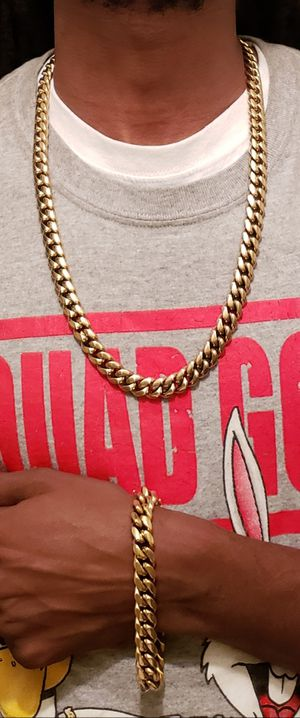 👑👑👑12mm 14k Gold Plated Cuban Link Set 🔥🔥🔥I Deliver🚘🚘🚘Won't Change Color💱💱💱💯💯 for Sale in Miami, FL