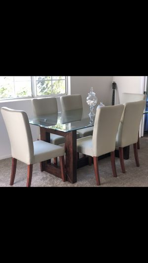 Photo Z gallery dining table and 6 pottery barn chairs