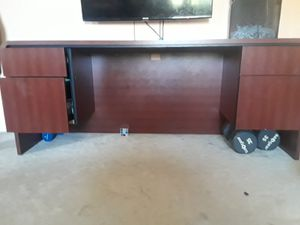 Office desk very good condition needs to go assap for Sale in Hyattsville, MD