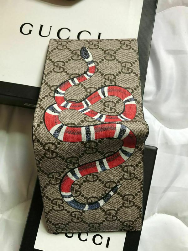 b136ab67629 Brand new never used Men Gucci Kingsnake print GG Supreme wallet for Sale  in Andover