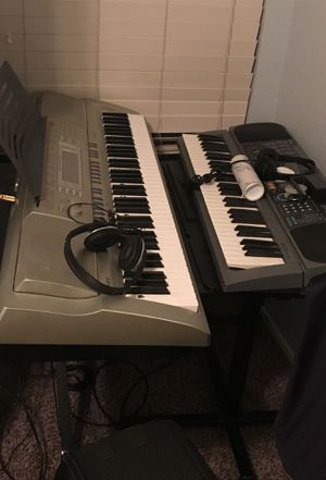 Music S/S intertex Guitar 1000 from the 80s asking 150$ guitar alone or best offer keyboards in excellent condition with stands and amp for Sale in Victorville, CA