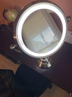2 sides Makeup mirror with lights 1X and 10X Pick up in Mebane NC Thumbnail