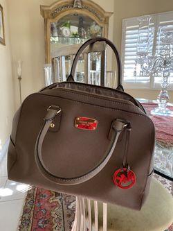 MK,looks like a new purse Thumbnail