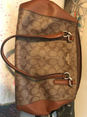 Handbag, Coach, New York, used the original price was $400 now is $200 the wallet $40 for Sale in Lincolnia, VA
