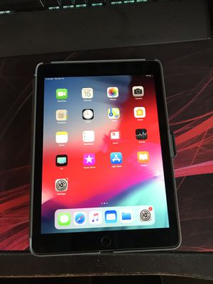 IPad Pro 9.7-inch 256gb for Sale in SeaTac, WA