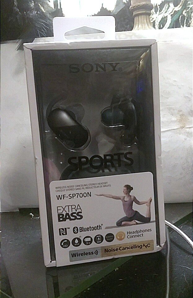 NEW SONY SPORTS WIRELESS NOISE CANCELING STEREO HEADSET