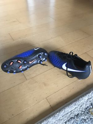 Boys soccer cleats / soccer shoes size 6y for Sale in Arlington, VA