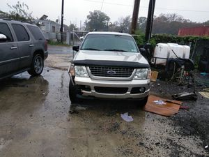 2005 Ford explorer Runs great no mechanical issue only 150k miles. Need a new battery and a front bumper for Sale in Washington, DC