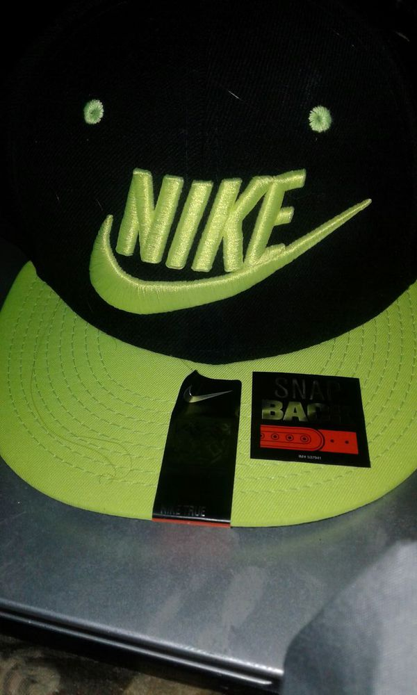135130b738d NIKE Unisex Hat NEON YELLOW  BRAND NEW for Sale in Las Vegas
