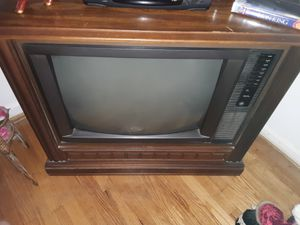 Floor model color tv for Sale in Danville, VA