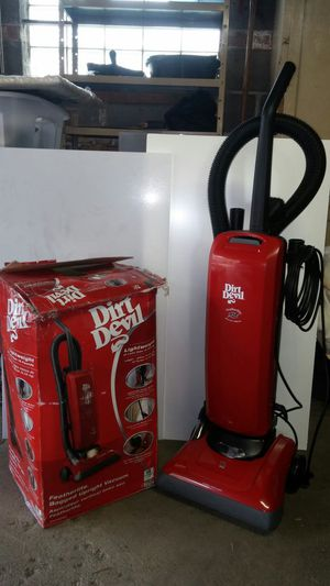 Dirt Devil Featherlite Bagged Vacuum