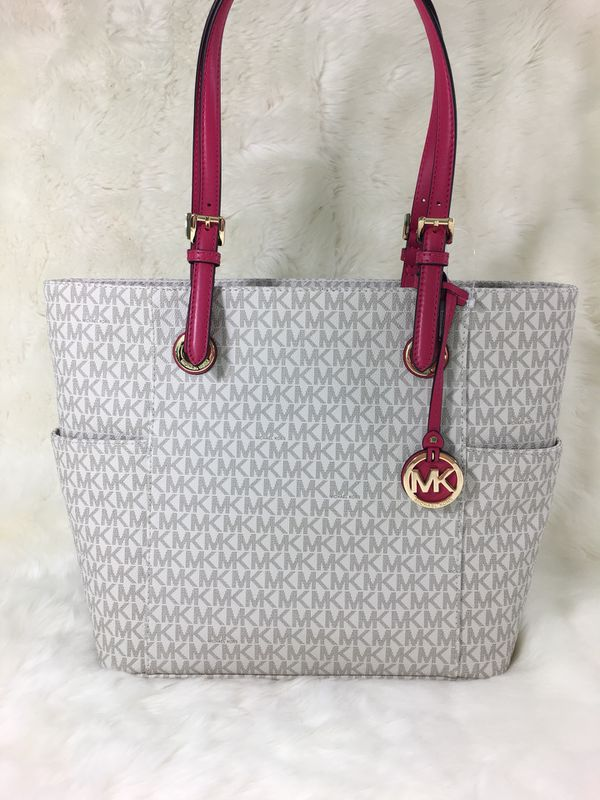 32cb6016f3c9f New Michael Kors bag for Sale in San Antonio