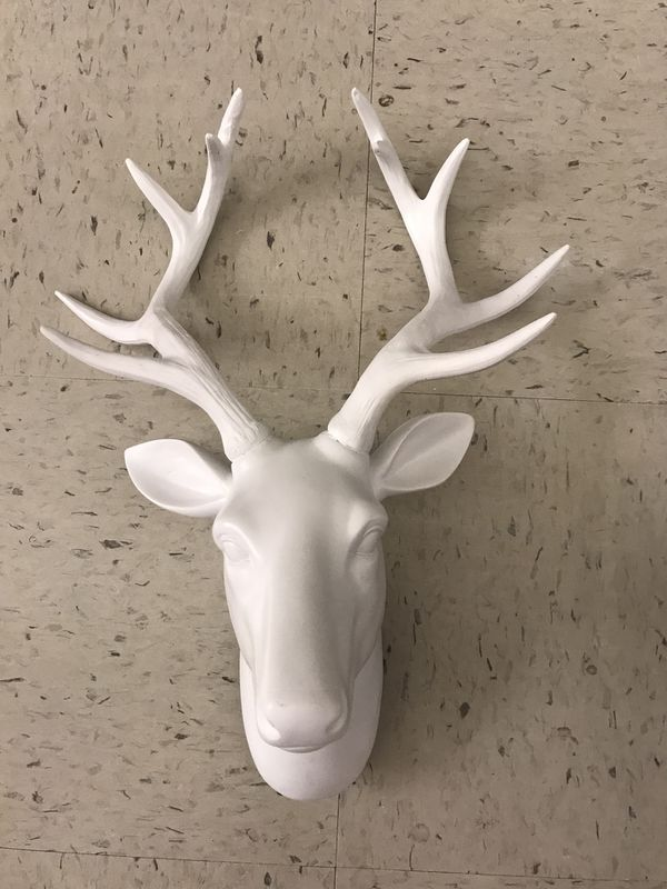 White Ceramic Deer Head Simply Beautiful Hang Anywhere In Your Home Household Pembroke Pines Fl Offerup