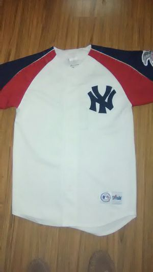 Official Majestic Derek Jeter jersey in virtually pristine condition although it is missing the bottom button for Sale in Martinsburg, WV