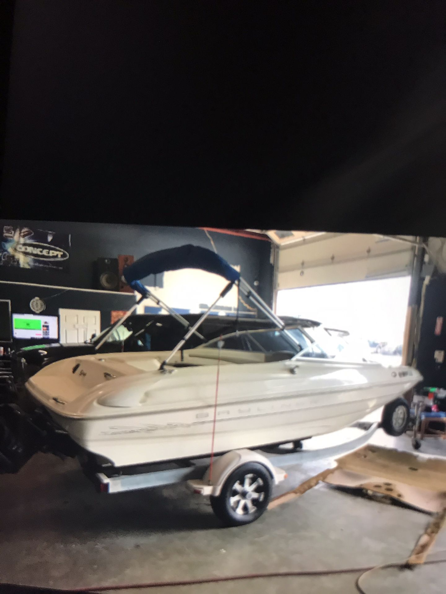 Boat 1999 Bay liner really clean boat Garage kept