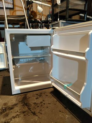 Haier HSP03WNAWW, 2.7 Cu. Ft. Compact Refrigerator for Sale in Denver, CO