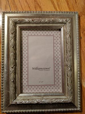 Williamstown frame Company 4in by 6in picture frame for Sale in Fairfax, VA