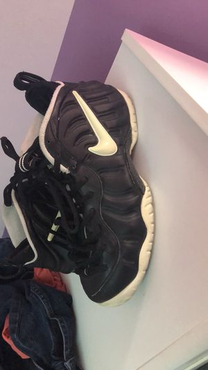 Nike Foamposites Men's Size 9 for Sale in Lynchburg, VA