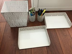 Desk accessories! Like new for Sale in Miami, FL